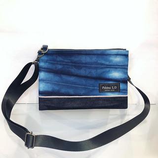 デザイナー自ら手染めした北海道伊達産の藍染と岡山デニムの新作サコッシュバッグです