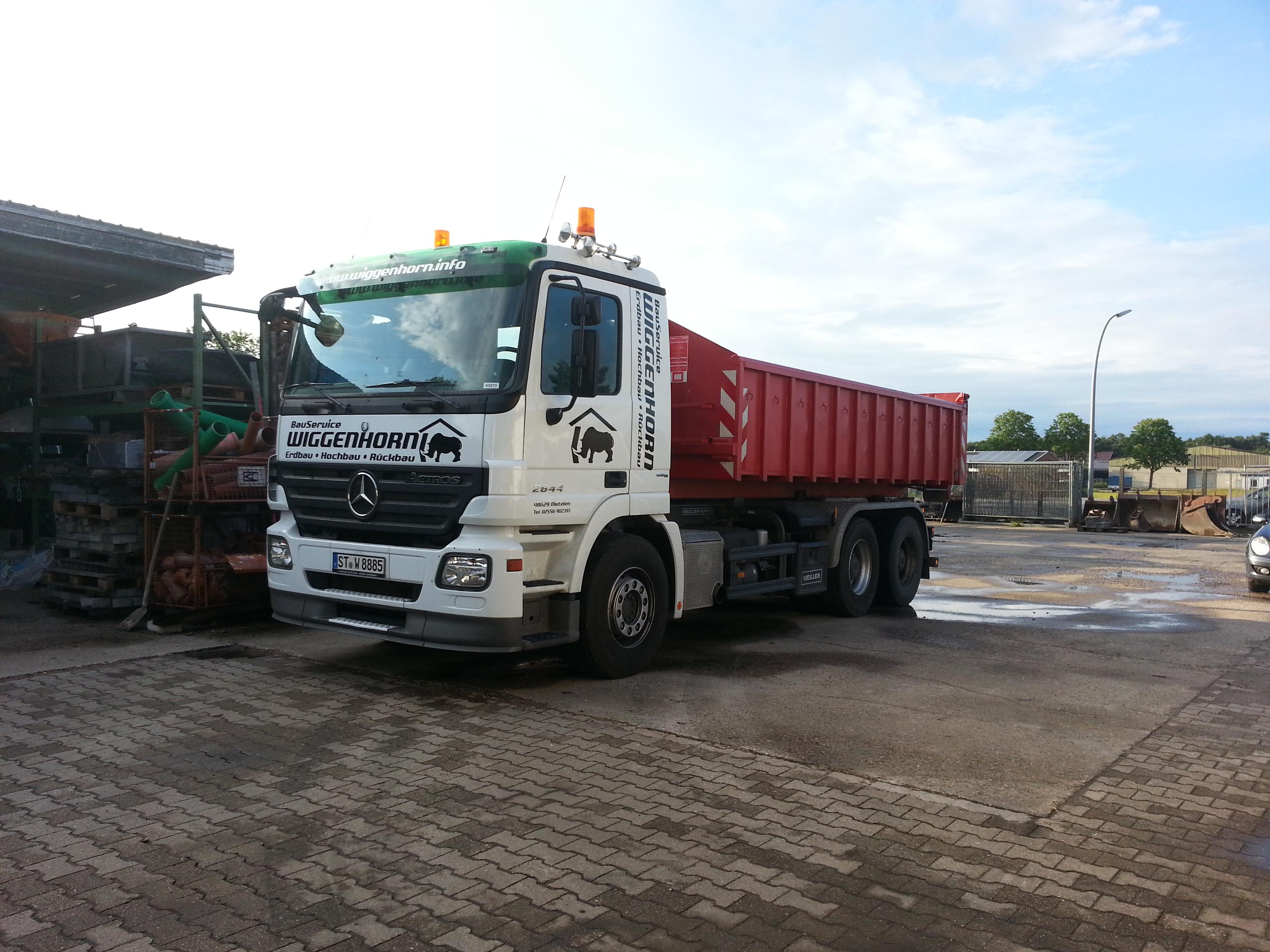 Fahrzeugbeschriftung Bauservice..LKW