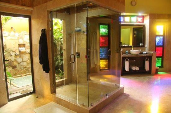 bathroom in Nayara Resort