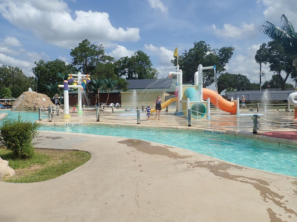 lazy river at jellystone park