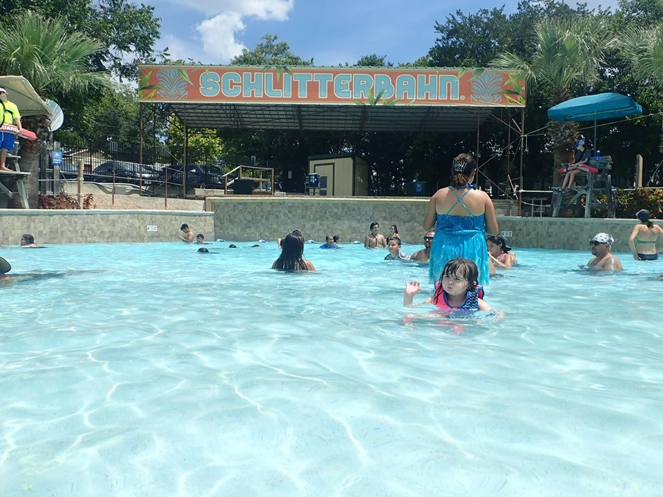The Beach- Family-size toddler wave pool