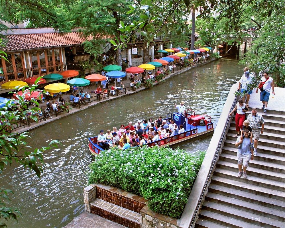 restaurants on river walk in San Antonio