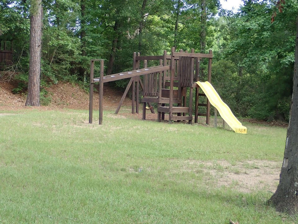 playground at artesian lakes