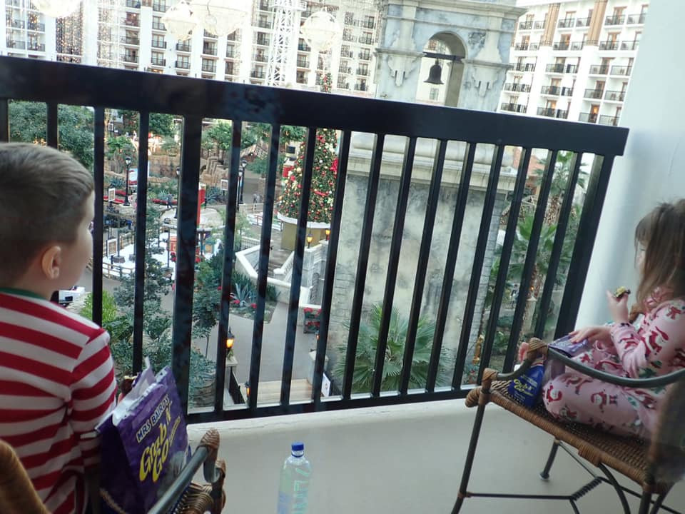 kids enjoying view from balcony at Gaylord