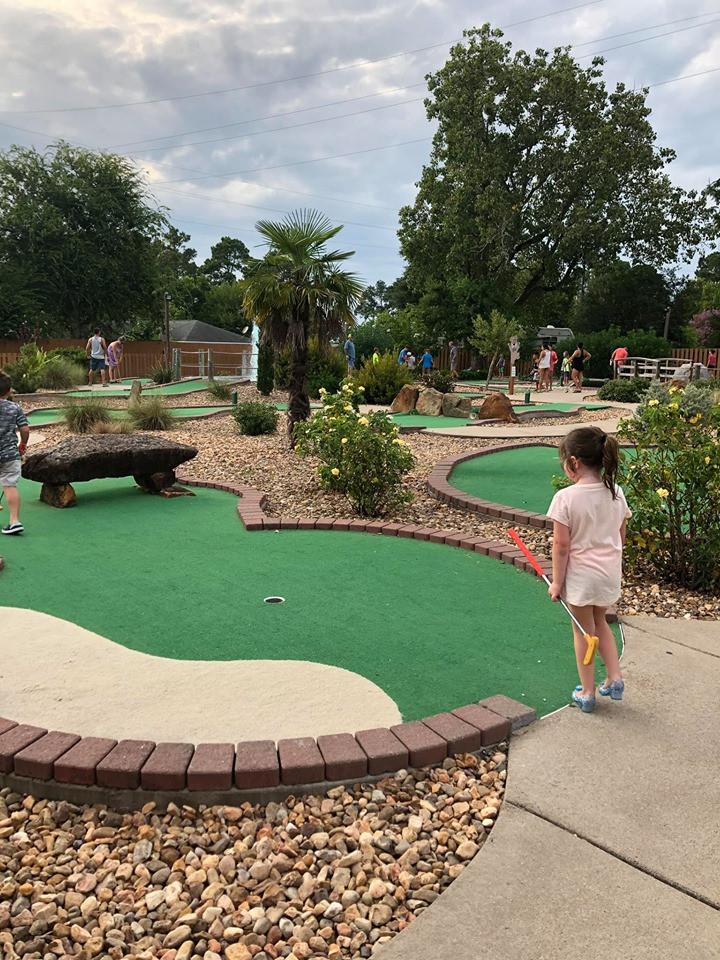putt putt golf at jellystone park