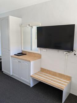 kitchenette TV (2)
