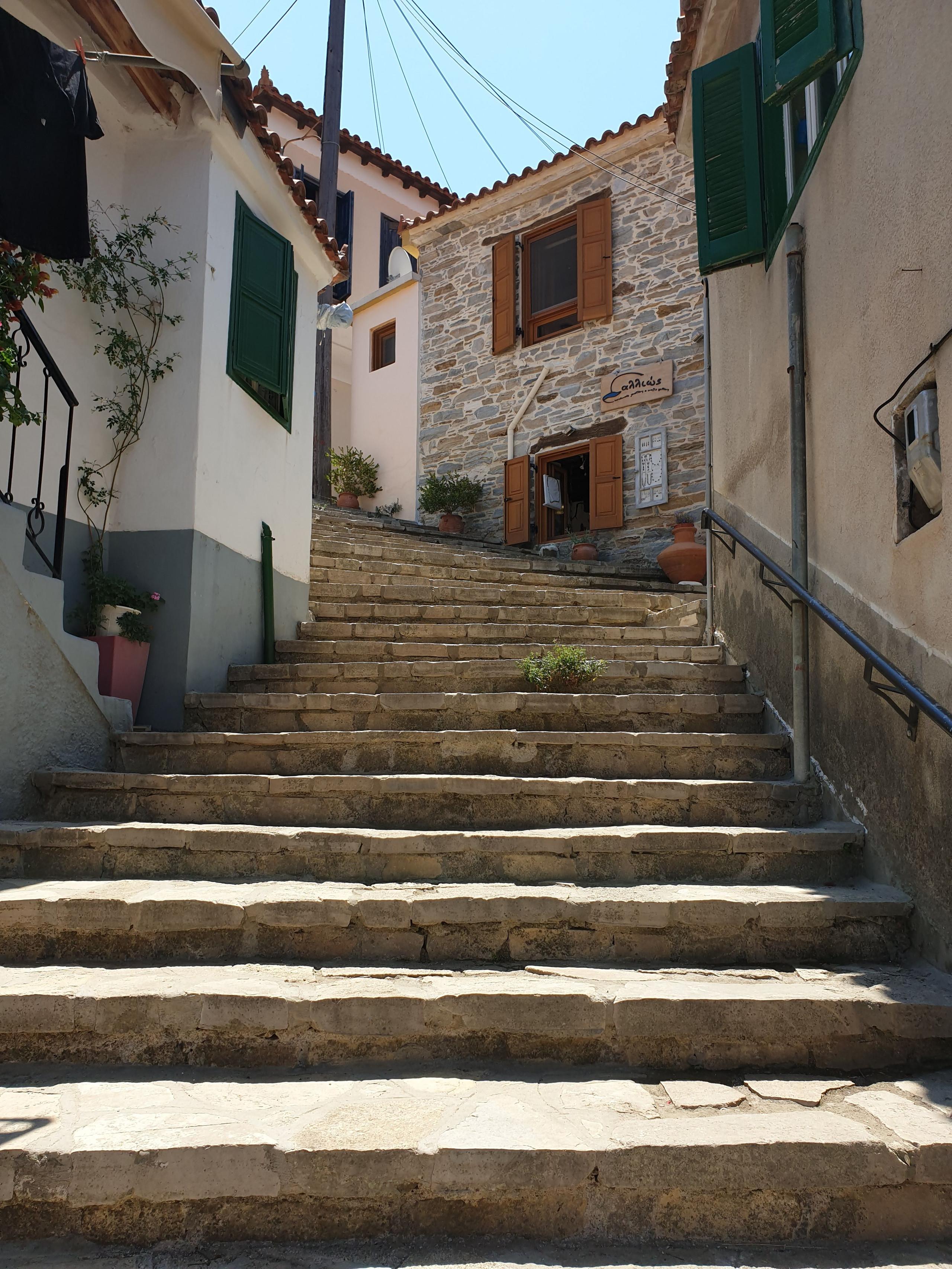 רחוב מקסים במנולאטס, סאמוס, יוון