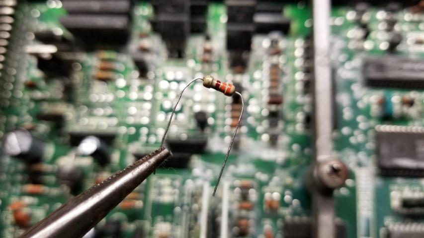 330 Ohm 1/4 Watt 5% Resistor