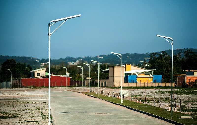 Postes Solares no Condomínio Aqualina Lake Club em Santa Catarina
