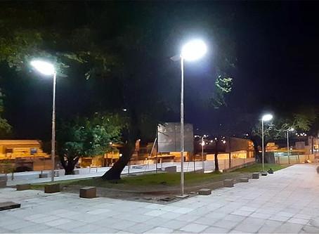 Praça pública com iluminação solar da Fotovolt