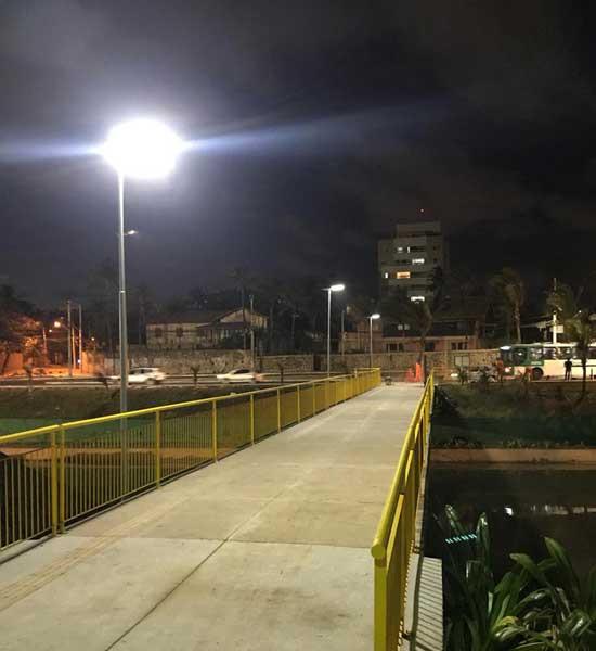Luminárias Solares em passarelas de Salvador Postes Solares