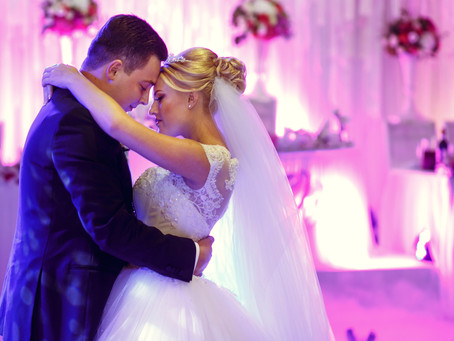Book a DJ or Go DIY for the Wedding Music: What Would a Smart Bride Do?