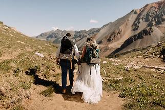 elopement-hiking+(amybluestarphotography