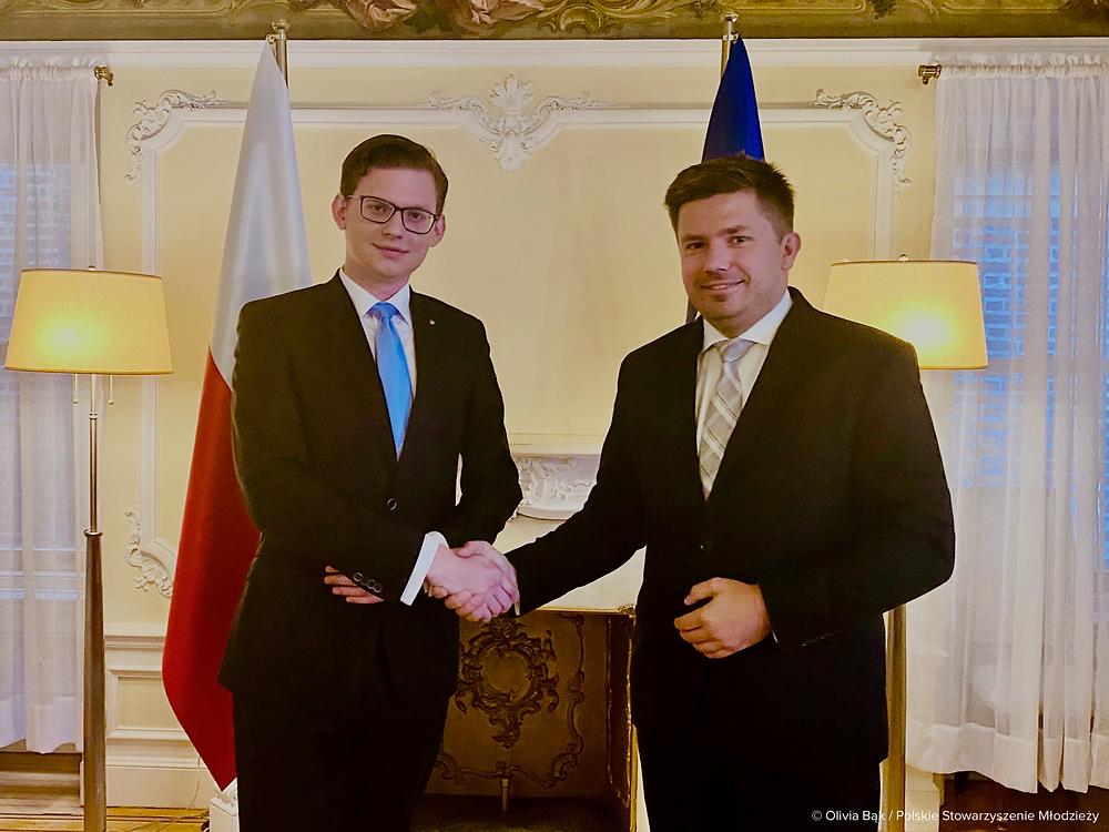 Jakub J. Staniewski, President of the Polish Youth Association with Consul General Adrian Kubicki