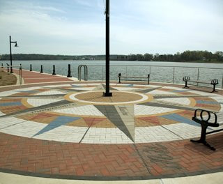 PAVERART Compass Rose On Water
