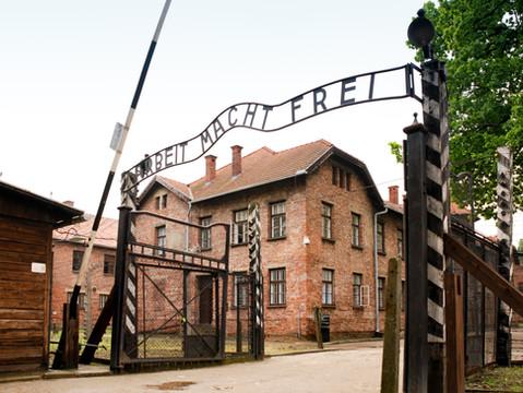 """Młodzież polonijna wypowiada sięprzeciwko błędnemu określeniu """"Polskich obozów zagłady"""""""