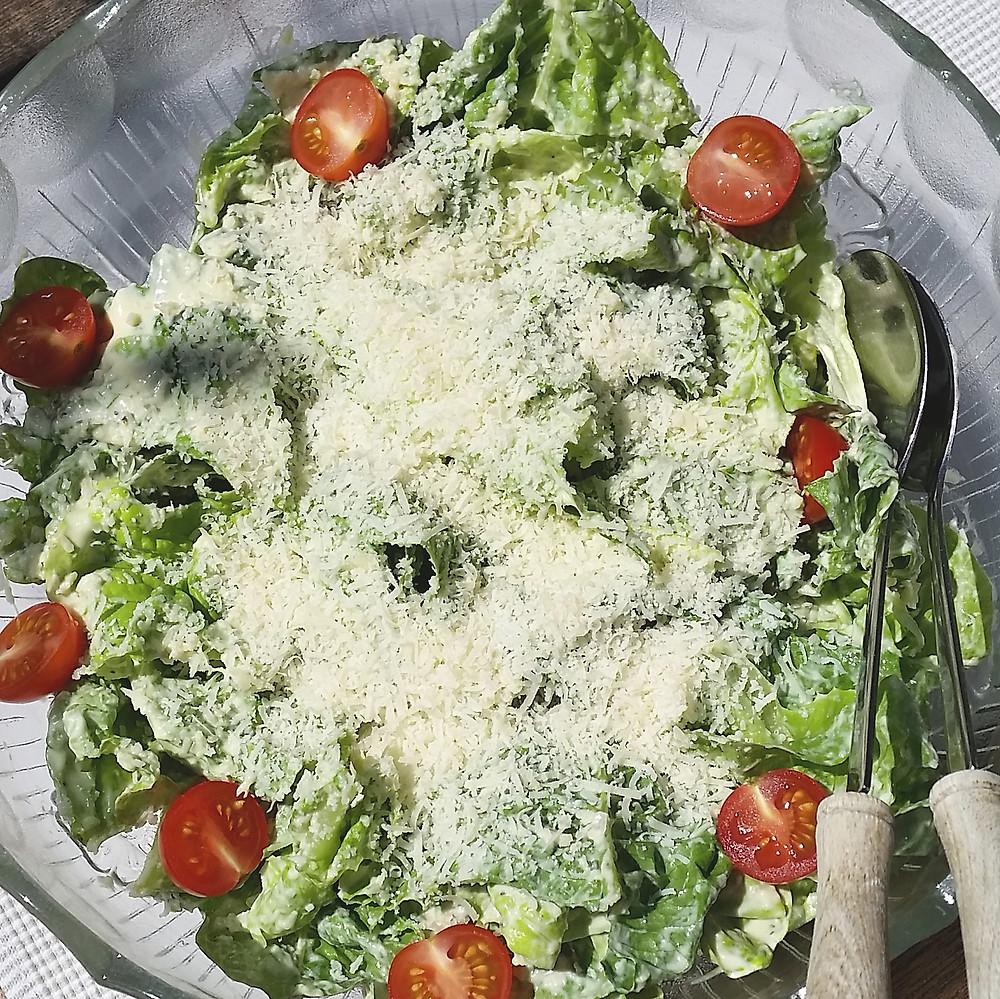 Caesars salad ohne Sardellen und Eigelb.JPG