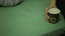 09-hand on cup0