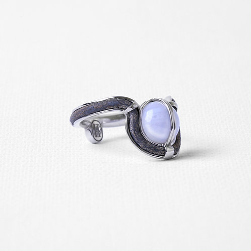 Узкое кольцо OCULUS с голубым агатом