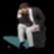 EXIGO uomo pensieroso seduto sulla valigia da viaggio del pensiero
