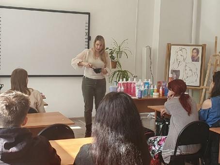 Демонстрация парфюмерно – косметической продукции«TEFIA» студентам.