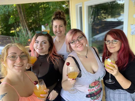 5 girls, 1 cottage; A Summer Vacation