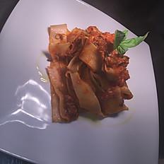 Pappardelle con Salsa Bolognese