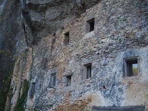 Randonnée au Vallon des Baumes et maisons troglotydes