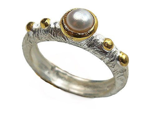 Ring in Gold plated Sterling Silver with Mother of Pearl