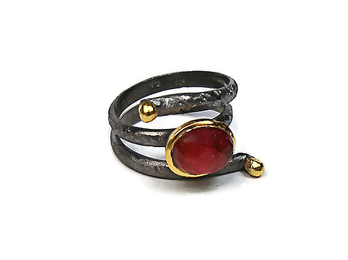 Ring in Black Rhodium and Gold plated Sterling Silver with Ruby