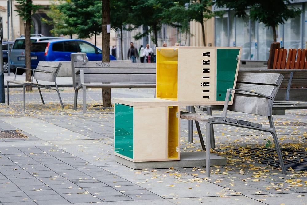 Literární lavičky - studio AEIOU