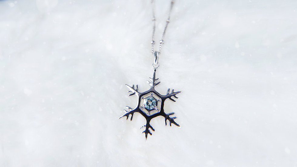 THE GIFT OF NATURE, SNOWFLAKE NECKLACE in 18k gold, Aquamarine