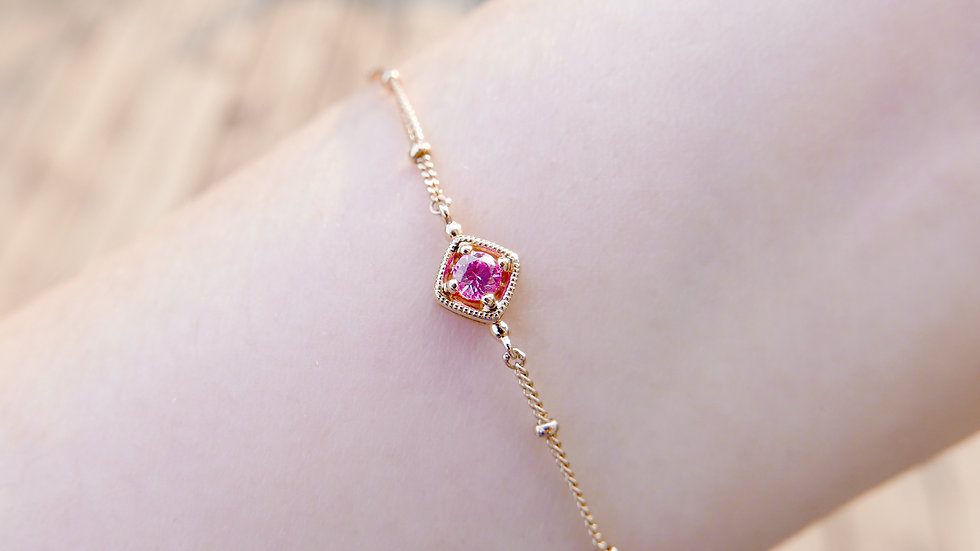TREASURE BOX BRACELET in 18k Gold, Pink Sapphire
