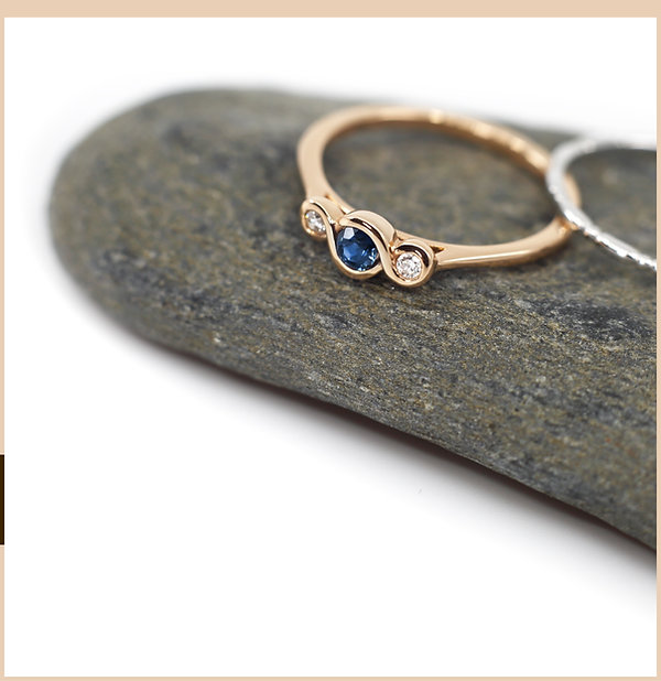 18k gold ring with royal blue sapphire and diamonds