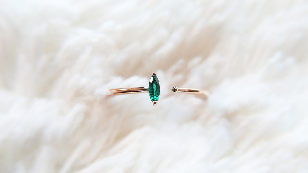 THE BALANCE, Aurora Marquise in 18k gold, Emerald
