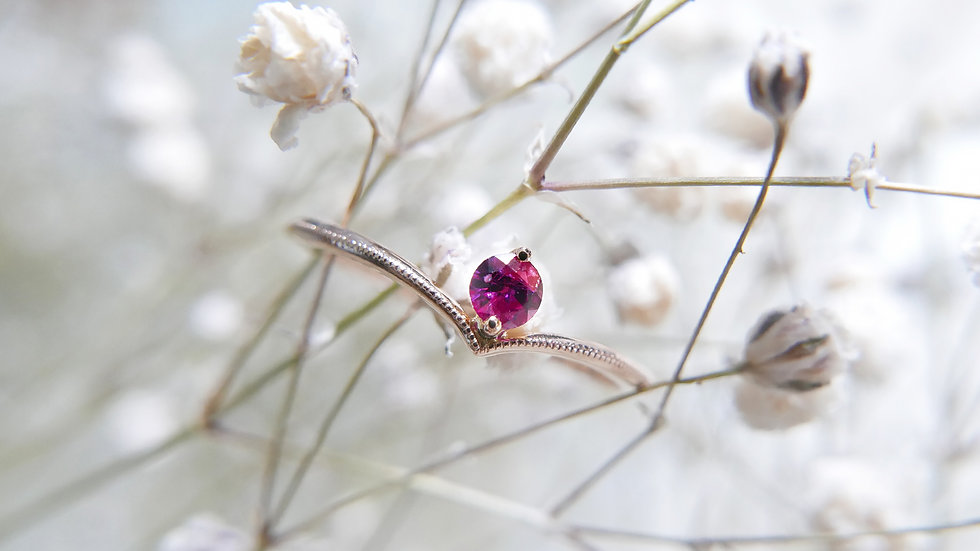 LOVE MAKES THE WORLD GO ROUND in 18k gold, Ruby