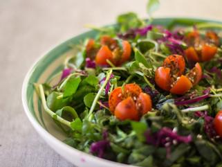 Ensalada verde con chucrut y tomate