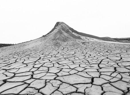 "Workshop foto ""Alb-Negru in peisajul desertic"" cu Vio Oprea - la Vulcanii Noroiosi"