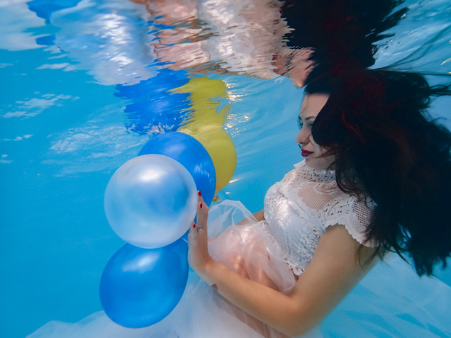 Cami maternity underwater white web-8.jp
