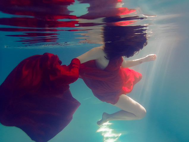 Cami maternity underwater red web-2.jpg