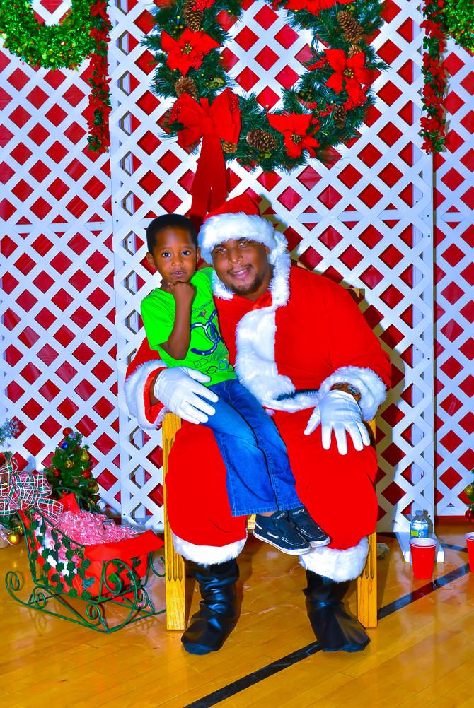 Mr. Robbins Brings Santa To Wedgewood