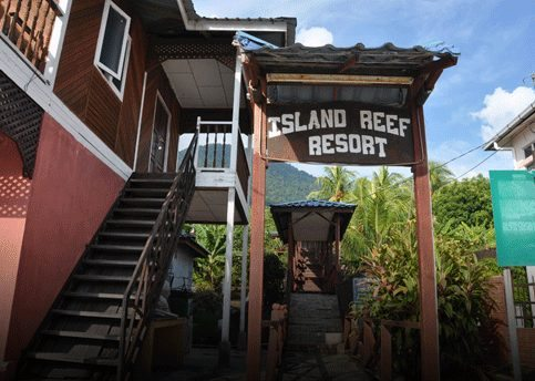 island-reef-resort-entrance