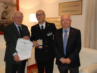 15.11.2019 - Consegna della Placca d'argento al Comandante del Porto di Genova