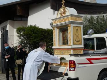 """01.05.2020 - """"Benedice il tuo popolo, Maria"""". La madonna della Quercia abbraccia Viterbo"""