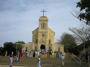 14.10.2021 – Da Livorno un'autoambulanza per il Santuario mariano di Popenguine in Senegal