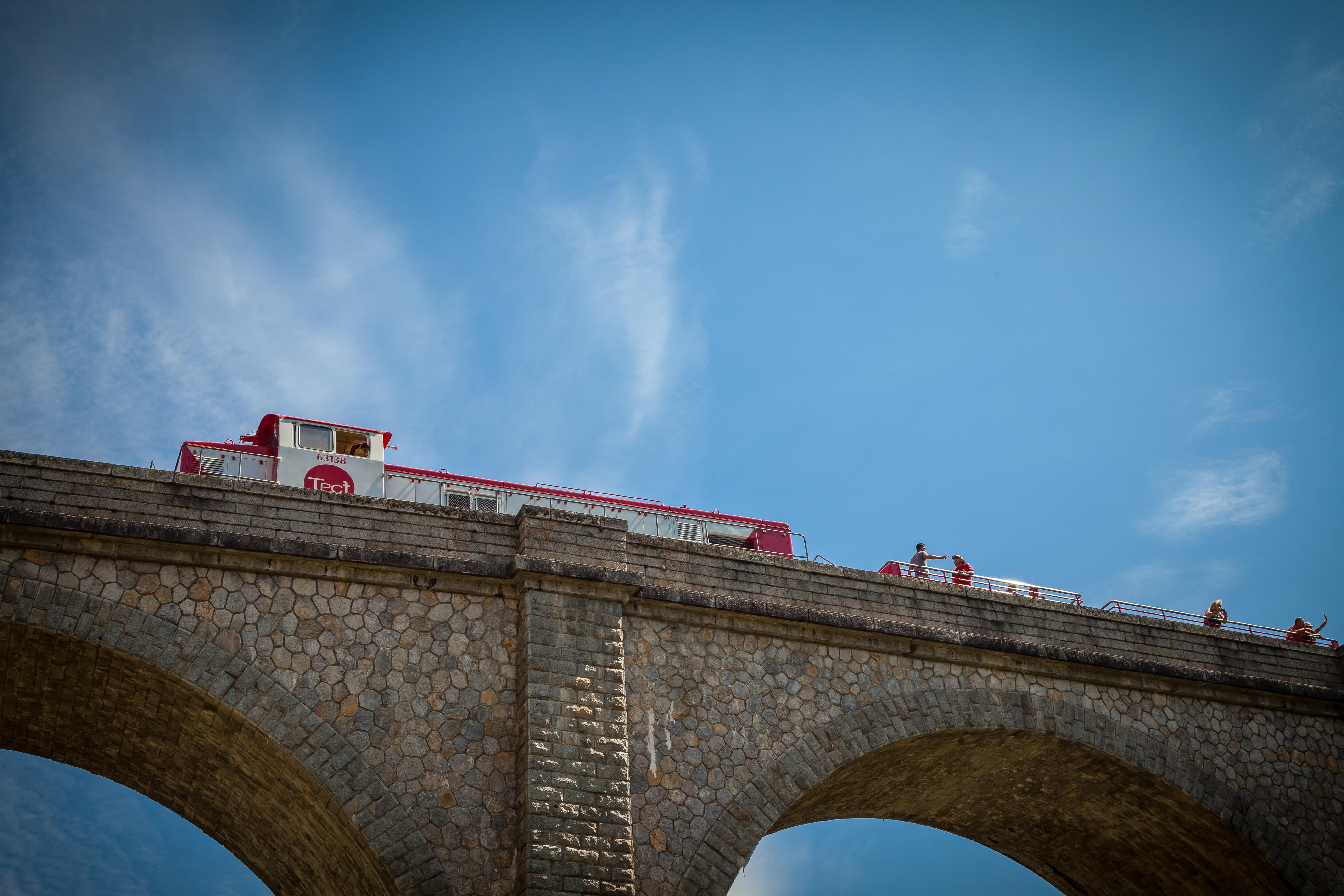 Train decouvert viaduc La Cremade1