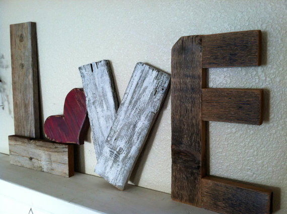 house-interior-design.com - rustic-love-reclaimed-wood-valentine-home-decor.jpg