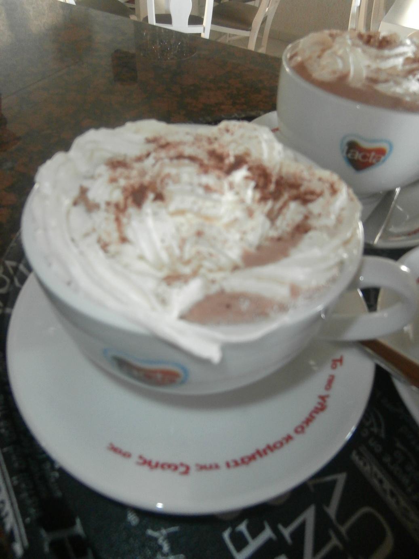 Chocolat chaud avec de la crème foue