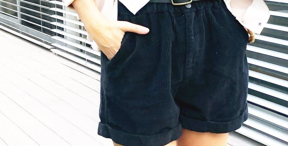 מכנסי קורדרוי שחורים קצרים