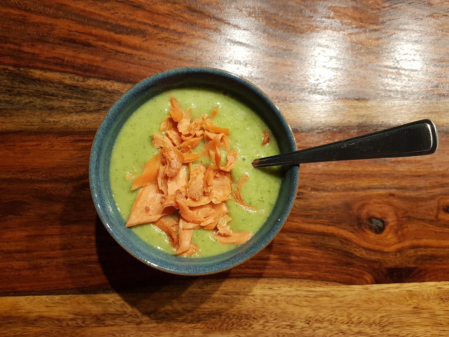 Broccoli Suppe mit Rauchlachs.jpg